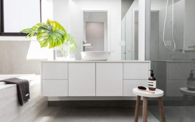 Les astuces pour aménager une petite salle de bain sans fenêtres