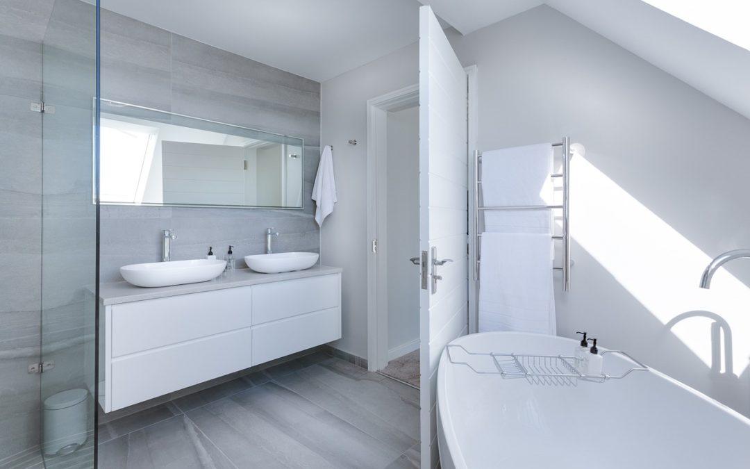 Aménager une salle de bain sous les combles : nos conseils